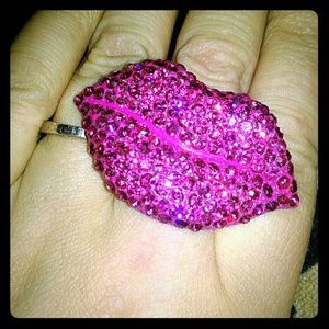 Accessories - BLING rhinestone lips ring, osfa, EUC